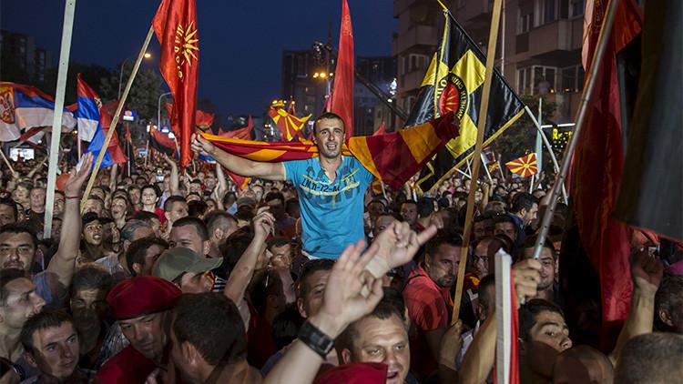 Miles de simpatizantes del Gobierno se manifiestan en Skopie, Macedonia