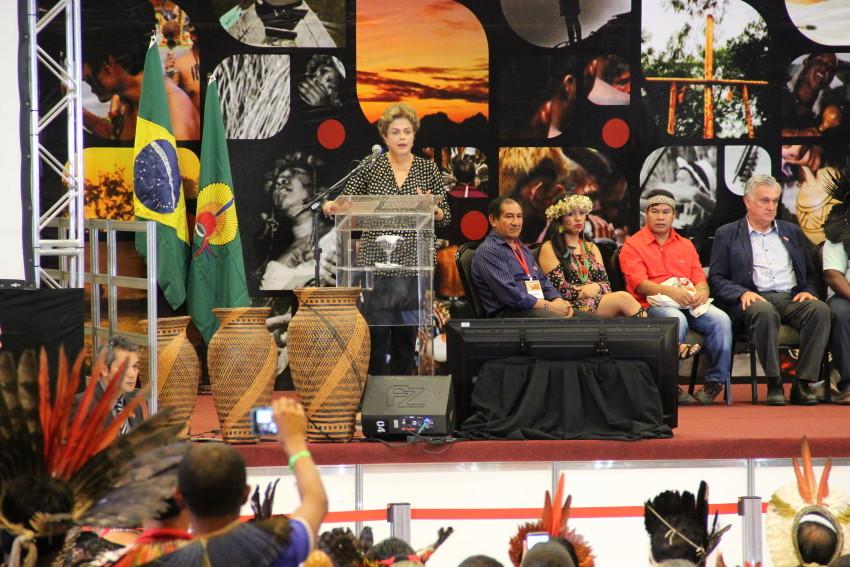 Dilma Rouseff anunció la demarcación de nuevos territorios indígenas en diciembre de 2015, antes de ser depuesta.