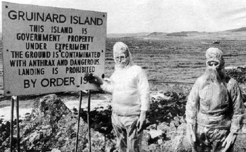 Investigadores en la isla de Gruinard