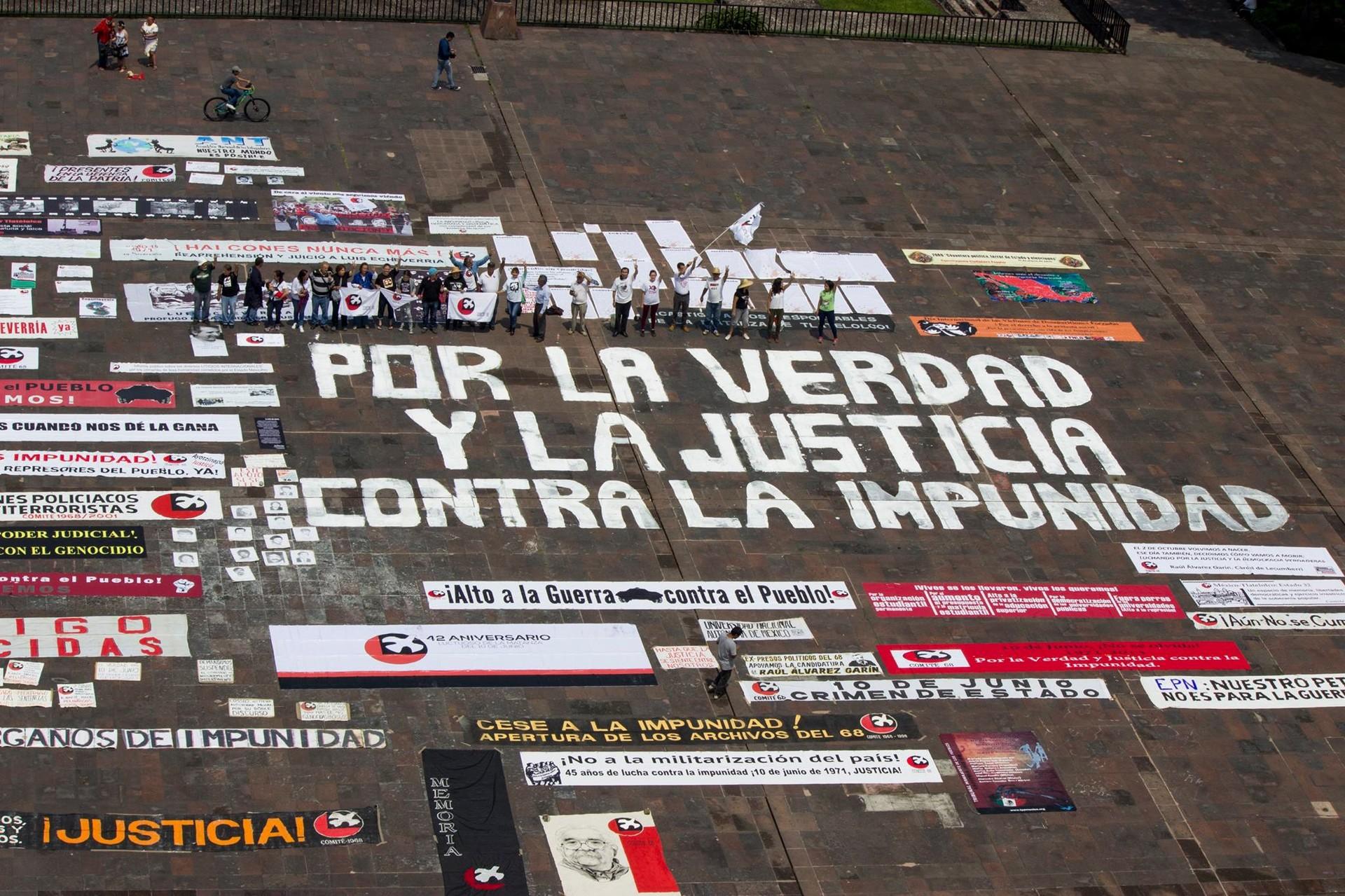 Actividad en la Plaza de las Tres Culturas para conmemorar la masacre estudiantil de 1968