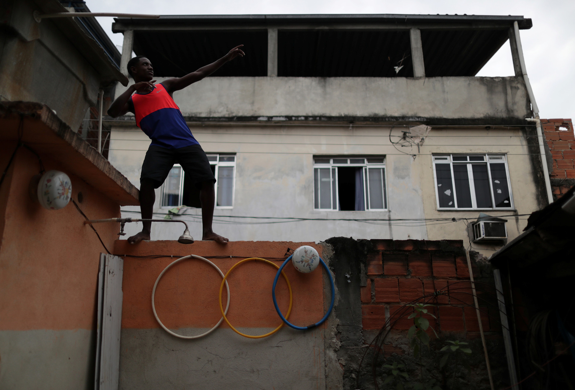 Felipe Roberto da Silva, de 16 años, en la favela de Vinetem en Río de Janeiro, Brasil, 16 de agosto de 2016.