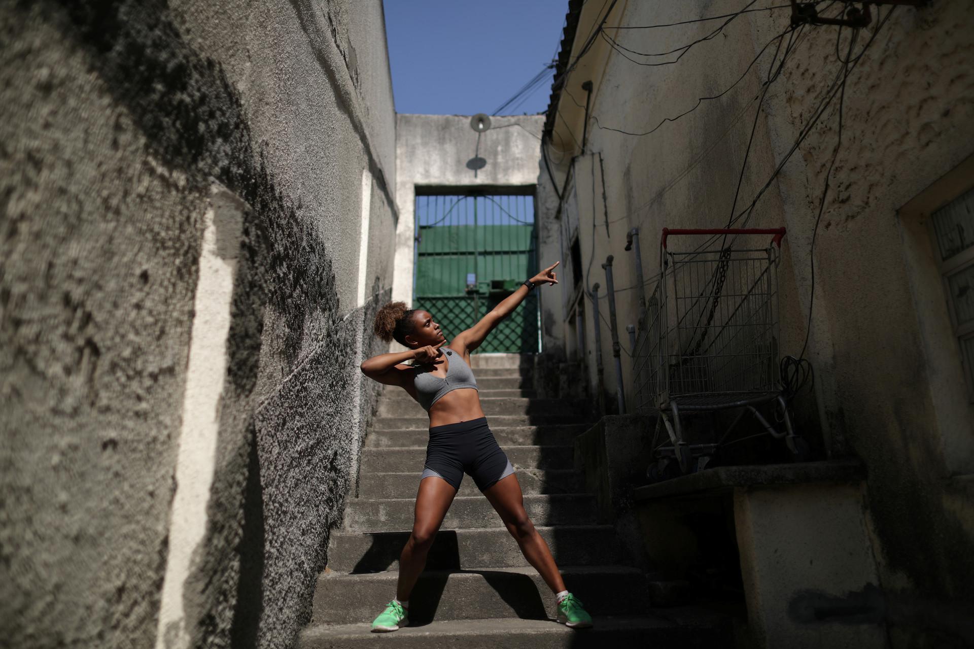 Dayelle dos Santos, de 17 años, en la favela de Mangueira en Río de Janeiro, Brasil, 16 de agosto de 2016.