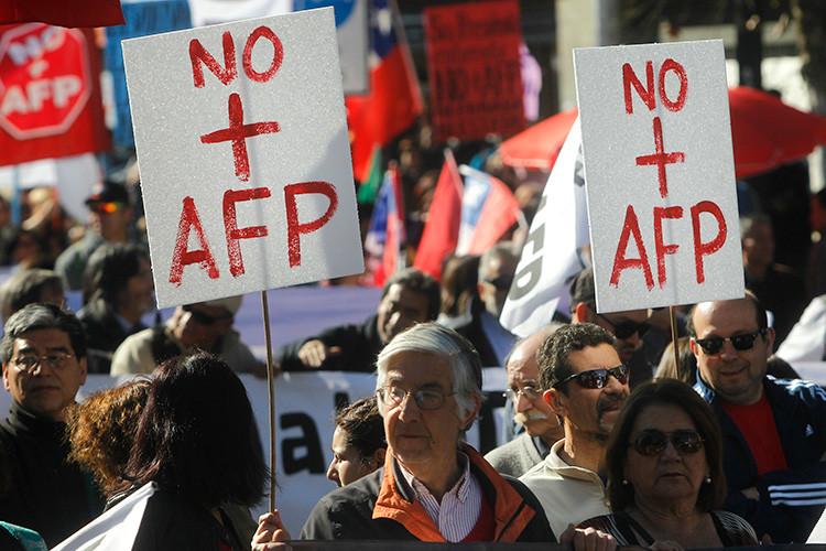 Chilenos marchan contra el actual sistema de pensiones