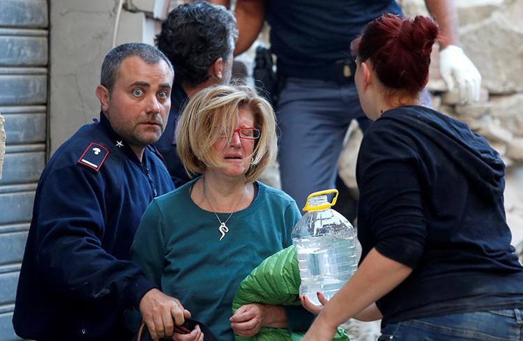 """""""La mitad del pueblo desapareció"""": Decenas de muertos tras el terremoto de 6,2 en Italia"""