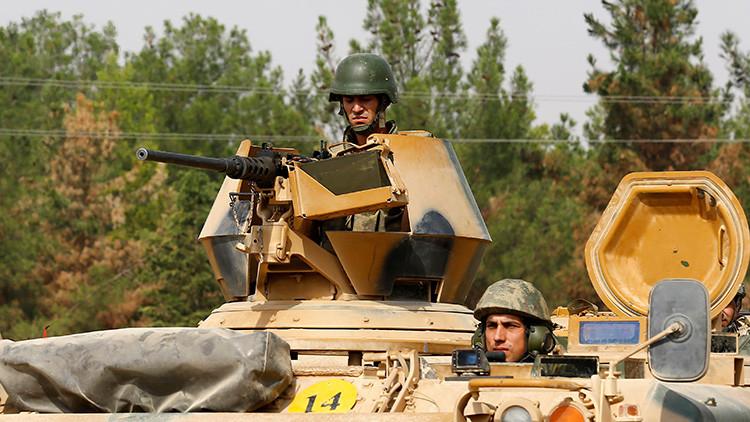 Tropas turcos en un vehículo armado en la frontera con Siria. 25 de agosto de 2016