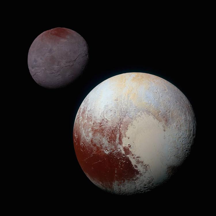 Imagen de Plutón (en primer plano) y Caronte (detrás) tomada por la nave New Horizons de la NASA, 14 de julio de 2015.