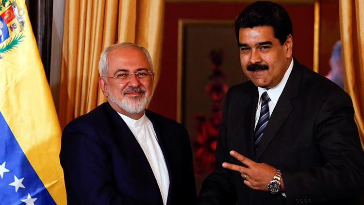 El presidente de Venezuela, Nicolás Maduro (derecha), y el canciller de Irán, Mohammad Javad Zarif.