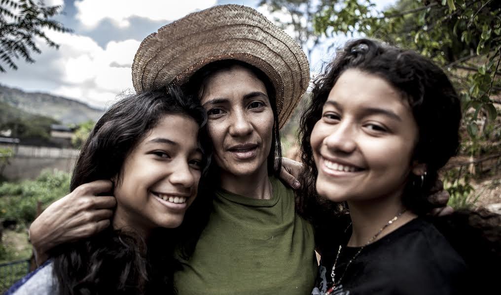 """Orailene Macarri y sus hijas. """"El Algodonal"""", Caracas, Agosto 2016"""