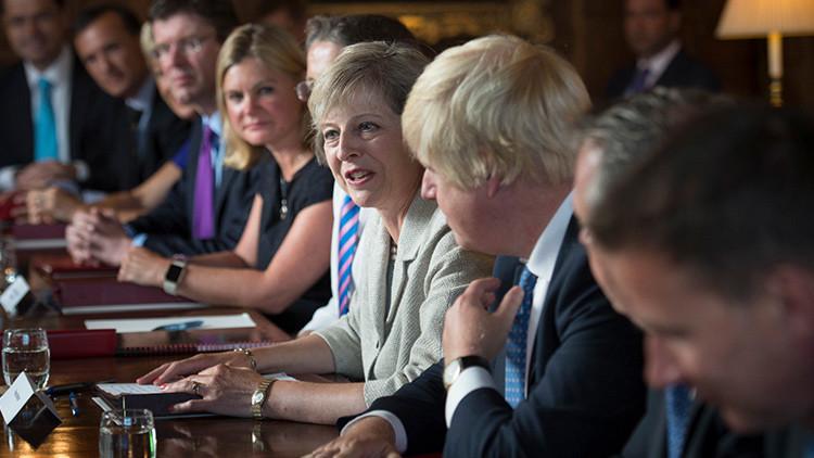 Theresa May lleva a cabo una reunión del Gabinete en su residencia provincial en Chequers.
