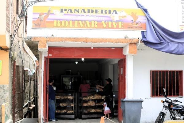 """Fachada de la panadería """"Bolívar Vive"""" en el sector Las Torres. La Vega. Caracas."""