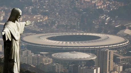 Vista del Cristo redentor y el estadio de fútbol Maracaná, en Río de Janeiro