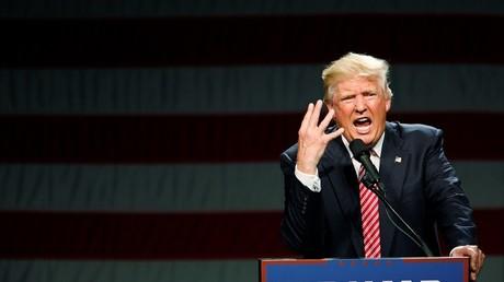 Donald Trump, candidato republicano a la presidencia de Estados Unidos, interviene durante un acto de campaña en Greensboro, Carolina del Norte, 14 de junio de 2016.