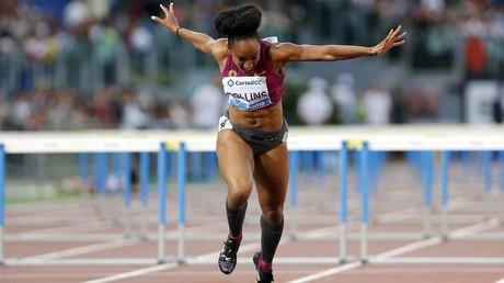 La atleta estadounidense Brianna Rollins cruza la meta en los 100 metros durante el evento Golden Gala en Roma, Italia, el 5 de junio de 2014.