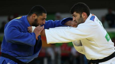 El judoca egipcio El Shehaby se enfrenta a su rival israelí Or Sasson. 12 de agosto de 2016.