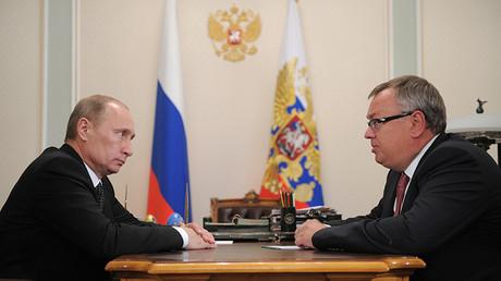 El presidente ruso, Vladímir Putin, y el jefe del banco ruso VTB, Andréi Kostin
