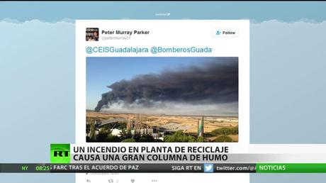 España: Se declara un gran incendio en una planta de reciclaje industrial