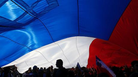 """Economista de Harvard desata polémica: """"¿Por qué Chile no crece? Porque está lleno de chilenos"""""""