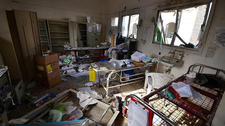 Interior de un hospital gestionado por Médicos Sin Fronteras tras ser golpeado por la coalición liderada por Arabia Saudita, en el distrito de la provincia de Hajja Abs, Yemen, el 16 de agosto de 2016.