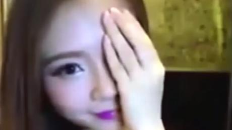 El 'pequeño secreto' que esconde esta coreana bajo su maquillaje