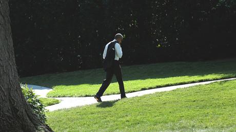 El presidente de EE.UU., Barack Obama, camina hacia el Despacho Oval de la Casa Blanca.