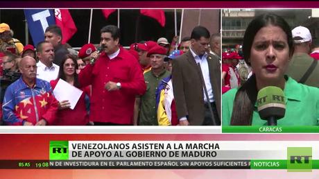 Venezolanos asisten a la marcha de apoyo al gobierno de Nicolás Maduro