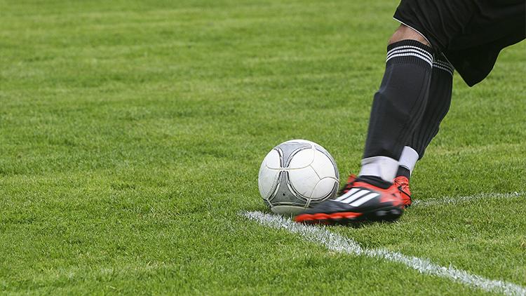 Estado Islámico prohíbe los árbitros en los partidos de fútbol en Siria