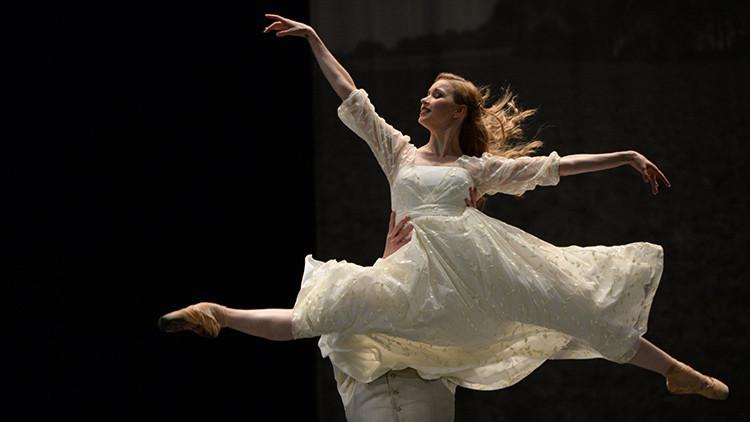 La bailarina de ballet Natalia Somova en el papel de Anna Karénina en un ensayo general del teatro de K. S. Stanislavski y V. I. Nemirovich-Danchenko, en Moscú