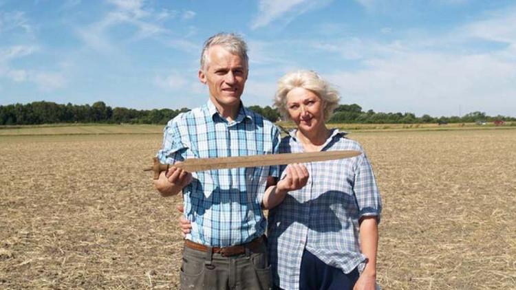Arqueólogos aficionados hallan una espada danesa de la Edad de Bronce