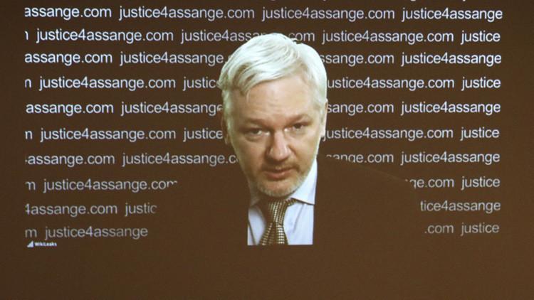 """""""¡Es una teoría conspiratoria!"""": Assange desmiente sus vínculos con el Kremlin"""