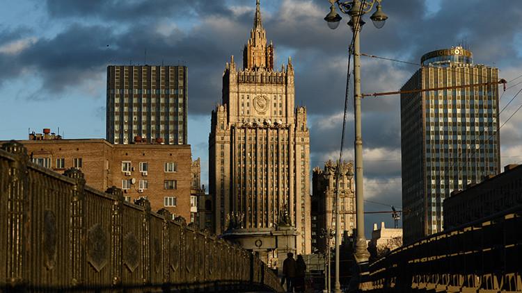 """Moscú: """"Continúa el apoyo a la oposición siria y terroristas a través de la frontera con Turquía"""""""