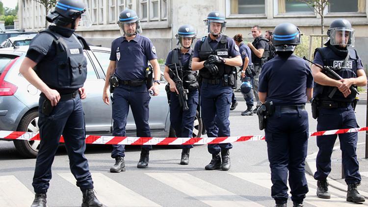 Apuñalan a una agente de Policía cerca de París