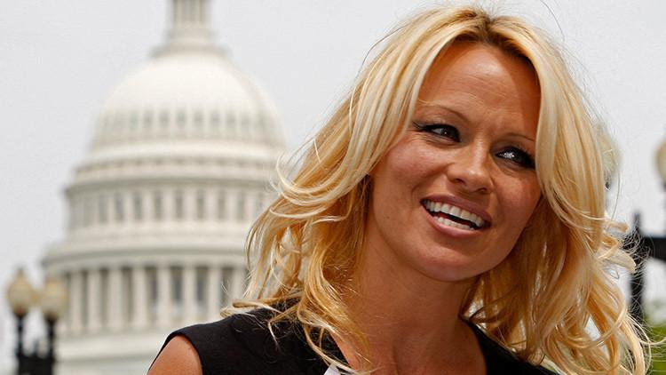 """Pamela Anderson protesta contra la pornografía, que """"descompone el alma"""""""