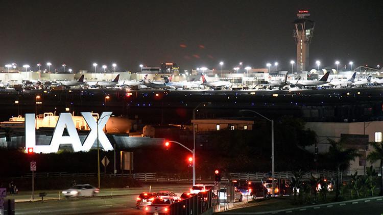 Los Ángeles: Vagabundo se cuela en un jet privado y causa daños por 5.000 dólares
