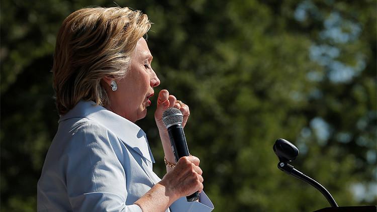 """""""Cada vez que pienso en Trump, me entra alergia"""": Así explicó Clinton su ataque de tos en un mitin"""