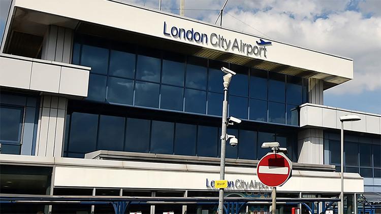 El aeropuerto London City Airport interrumpe sus vuelos por protestas