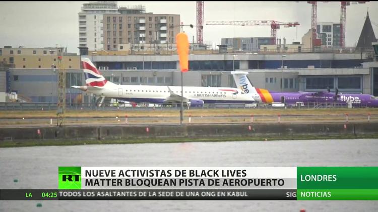 Nueve activistas de Black Lives Matters bloquean un aeropuerto de Londres