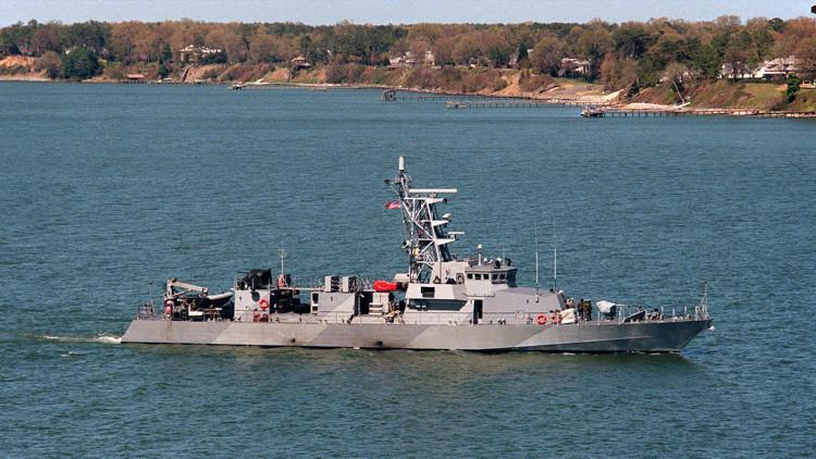 Fuerzas iraníes obligan a un buque militar estadounidense a modificar su rumbo en el golfo Pérsico