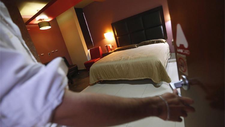 México: Despierta desnuda y drogada en un hotel tras citarse con un hombre por Facebook