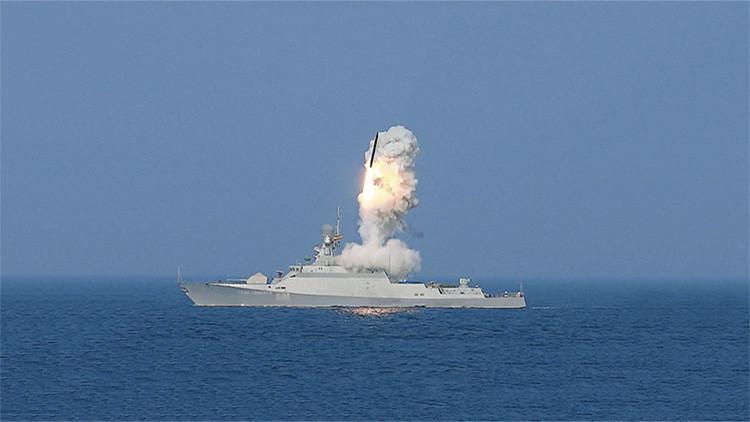 Dos buques rusos disparan misiles de crucero Kalibr durante ejercicios militares