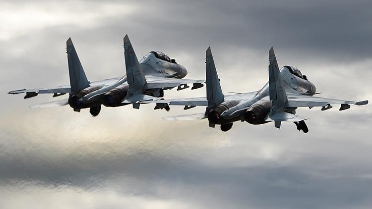 VIDEO: Los mejores cazas rusos ejecutan espectaculares maniobras de combate