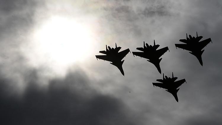 'Ejército-2016': Los últimos cazas rusos despliegan su lado más acrobático y espectacular (VIDEO)