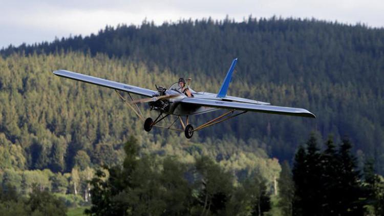 Construye un avión artesanal para tardar menos en llegar a la oficina