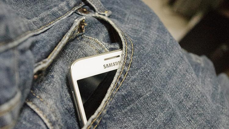 ¡Mucho cuidado! Guardar el teléfono en el bolsillo podría causar daños a las futuras generaciones