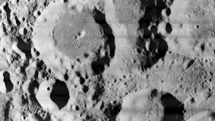 ¿Hay una 'antena alienígena' en esta foto de la Luna?