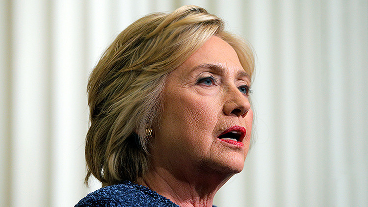 Hillary Clinton padece neumonía