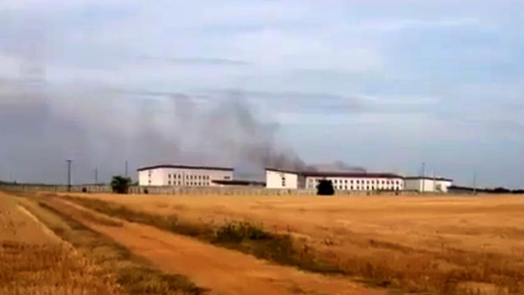 60 presos prenden fuego a una cárcel del oeste de Francia (video, foto)