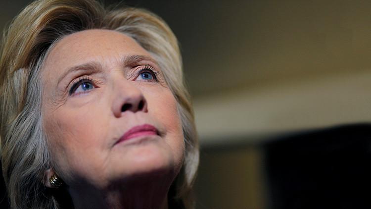 Los pronósticos sobre la victoria de Clinton se derrumban por su neumonía