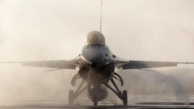 El piloto desvanecido de un F-16 se salva gracias al sistema automático de control (VIDEO)