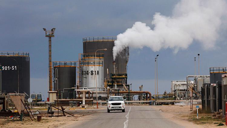 """""""Punto de inflexión"""" en Libia: El Gobierno de Trípoli en alerta tras el asalto a puertos petroleros"""