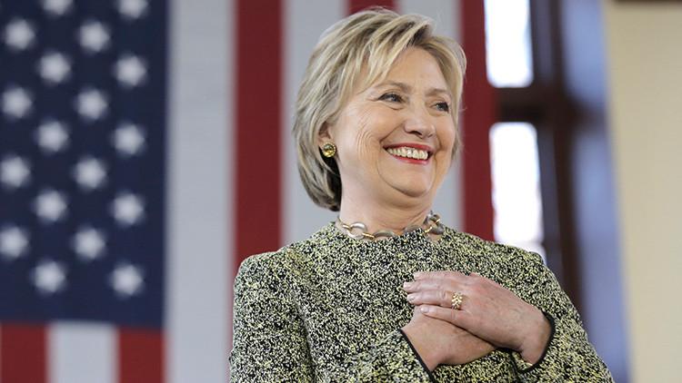 Video: Un presentador estadounidense entierra a Hillary Clinton por error